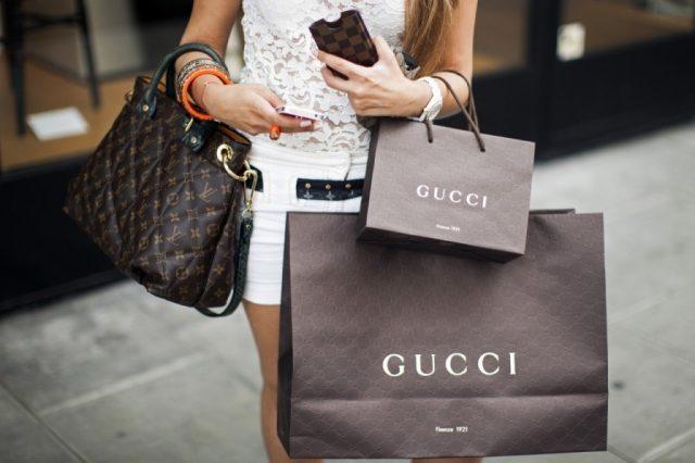 Покупать дорогие вещи