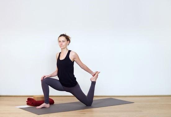 Упражнения против жира на коленях