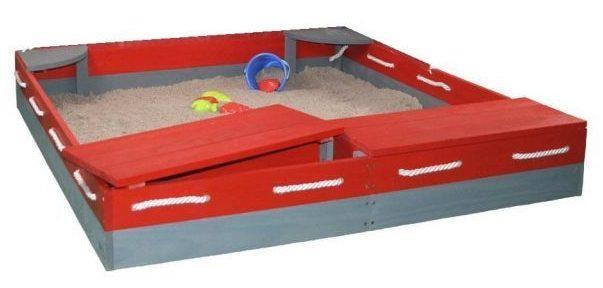 Деревянная песочница с сиденьями и ящиками для игрушек
