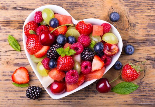Яркие разноцветные ягоды
