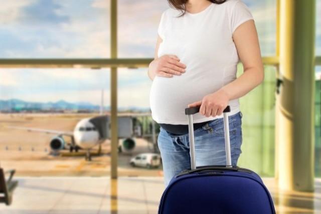 Поездки или перелет при беременности - что взять с собой