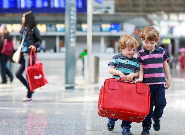 Обязанности авиокомпании перед матерями с детьми