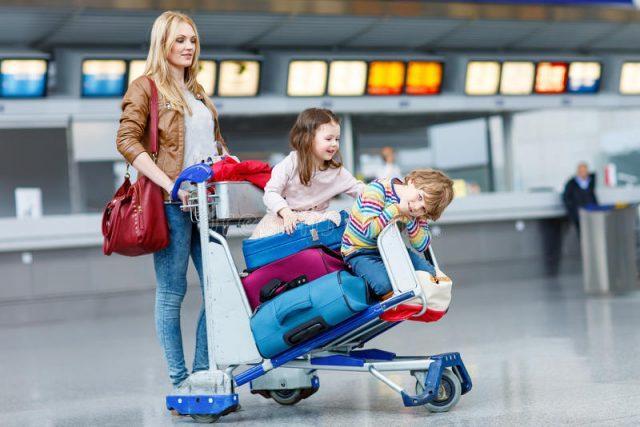 Права матерей с детьми в аэропорту при задержке рейса