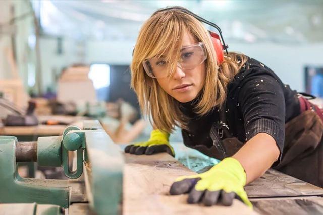 Женщина в мужской профессии