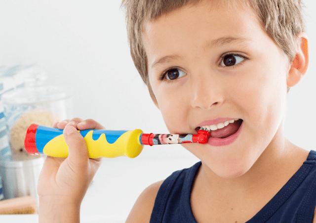 Чистим молочные зубы