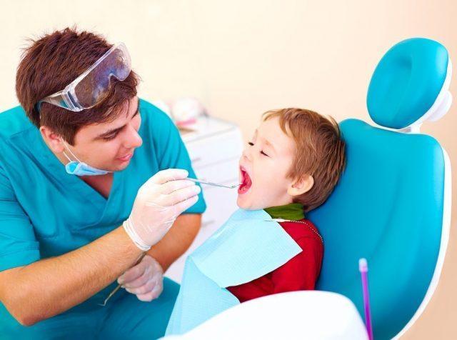 Нужно ли чистить/лечить молочные зубы?