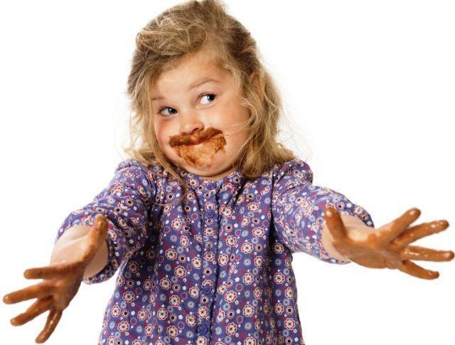 Удаление шоколадных пятен с одежды