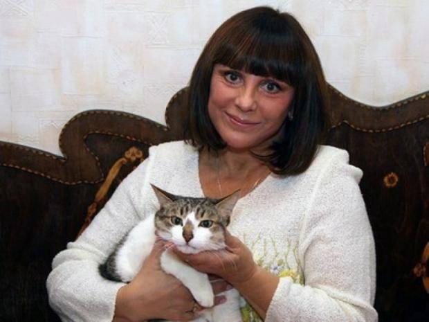 Наталья Варлей с кошкой