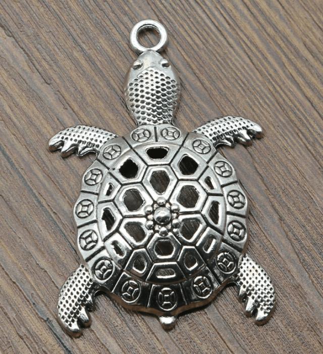 Медальон черепаха