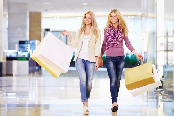 Цвет одежды для блондинок - самые удачные оттенки в одежде