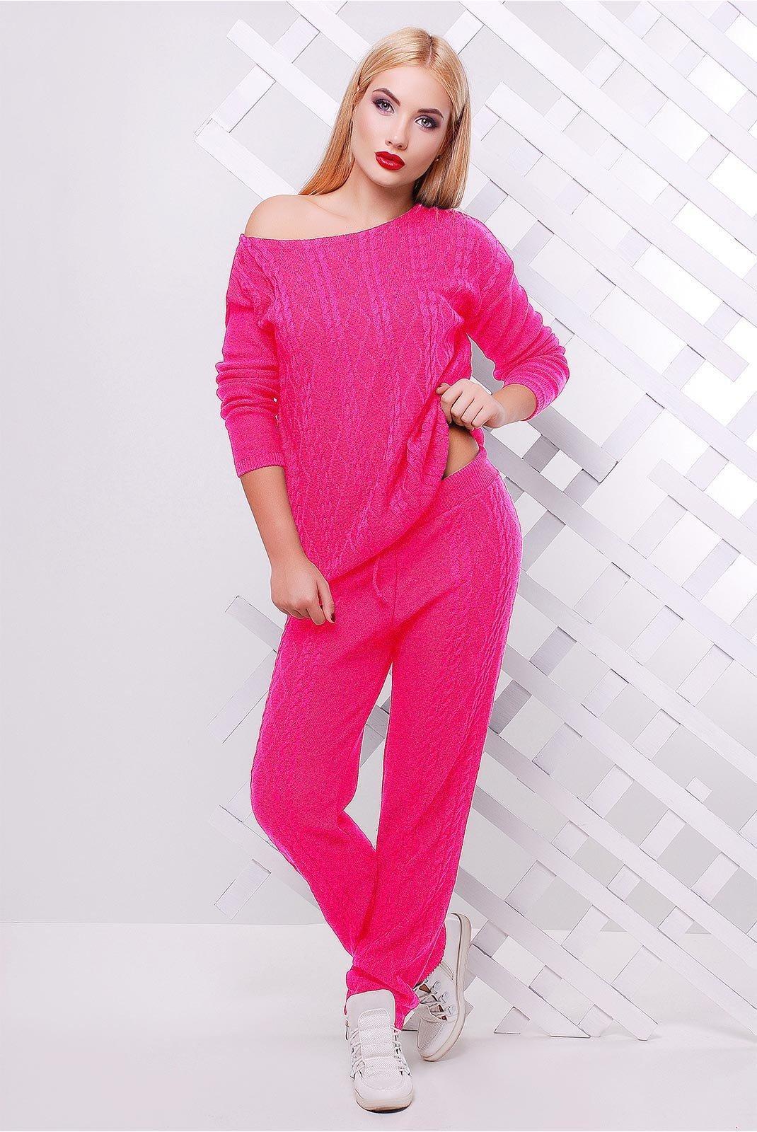 ярко розовая одежда