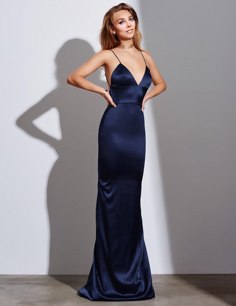 Марианна в платье