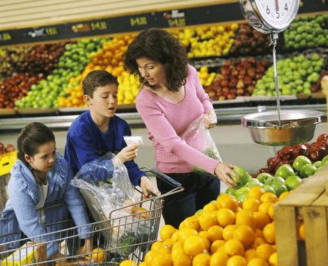 покупки в супермаркете с детьми