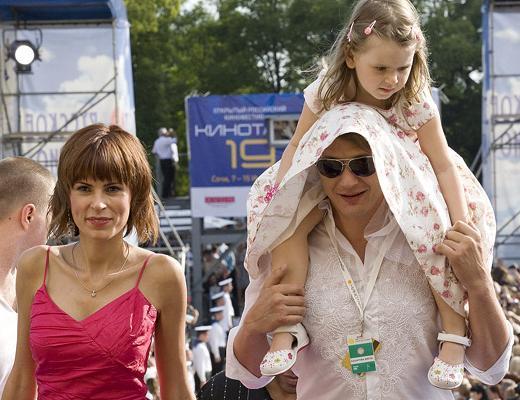 Марат Башаров выложил в сеть потасовку с женой и признался Лере Кудрявцевой, что бил жен