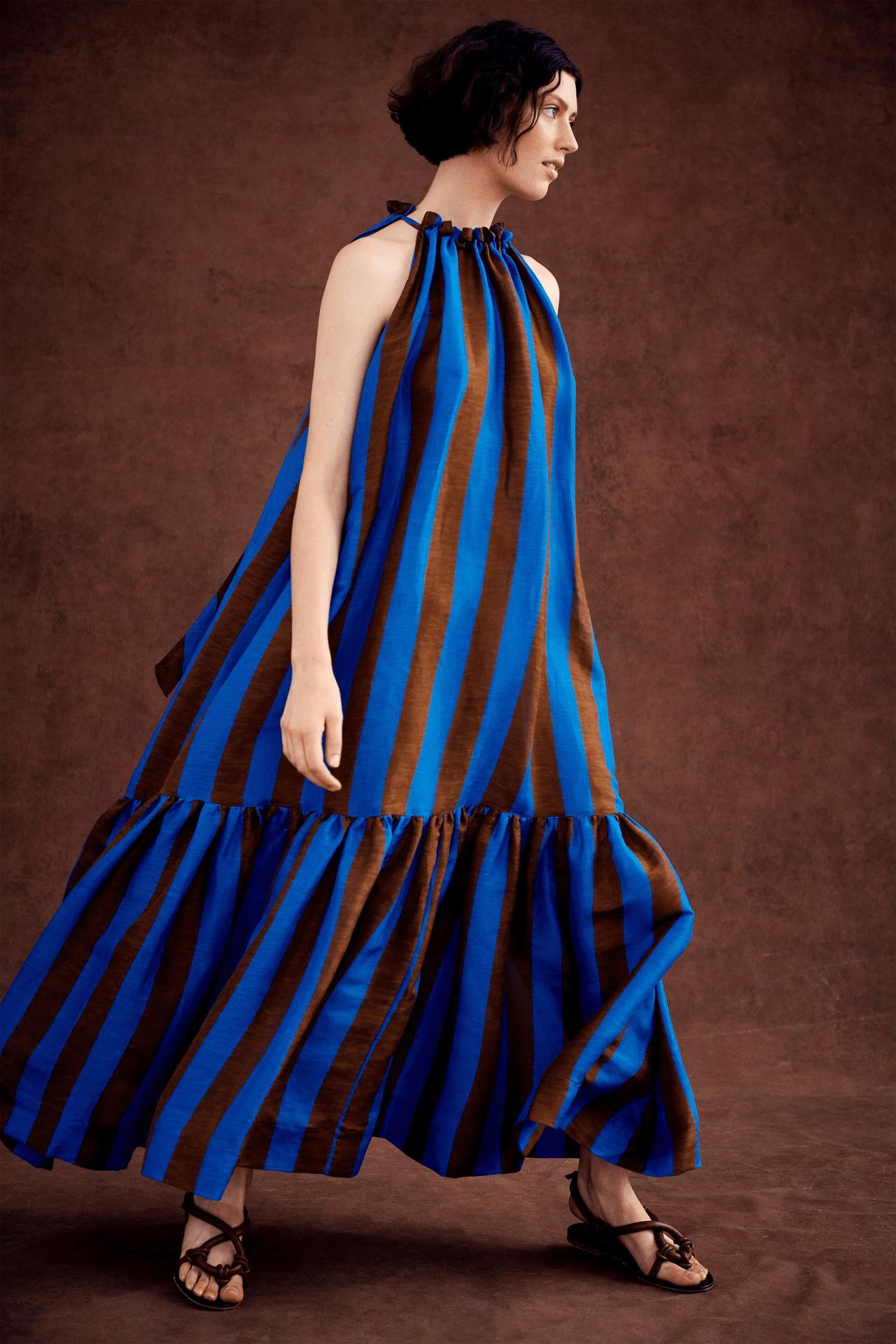 синее платье-парашют