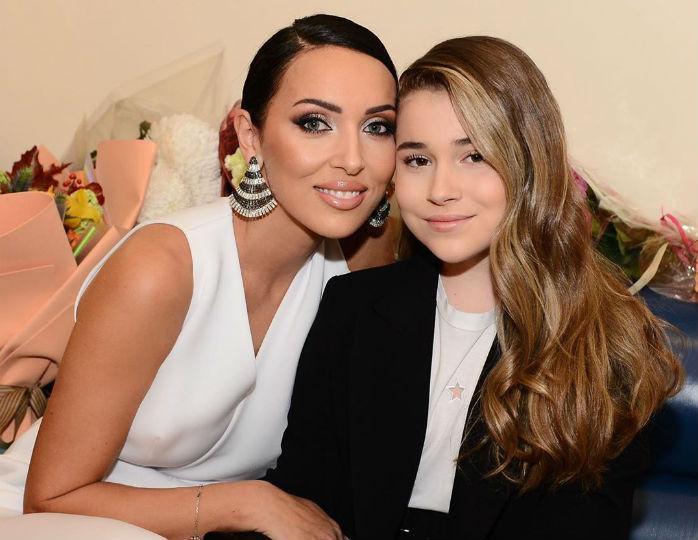 алсу с дочерью