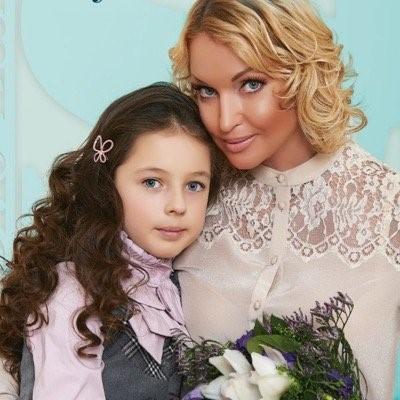 Не отвести глаз: 10 звёздных детей, которым передалась красота их родителей