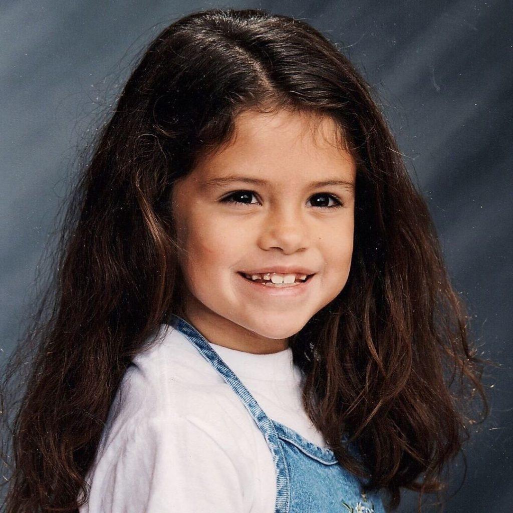 Ко дню рождения Селены Гомес: путь к успеху и стиль звезды