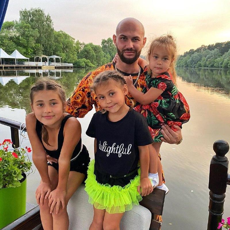 Джиган с семьёй 2