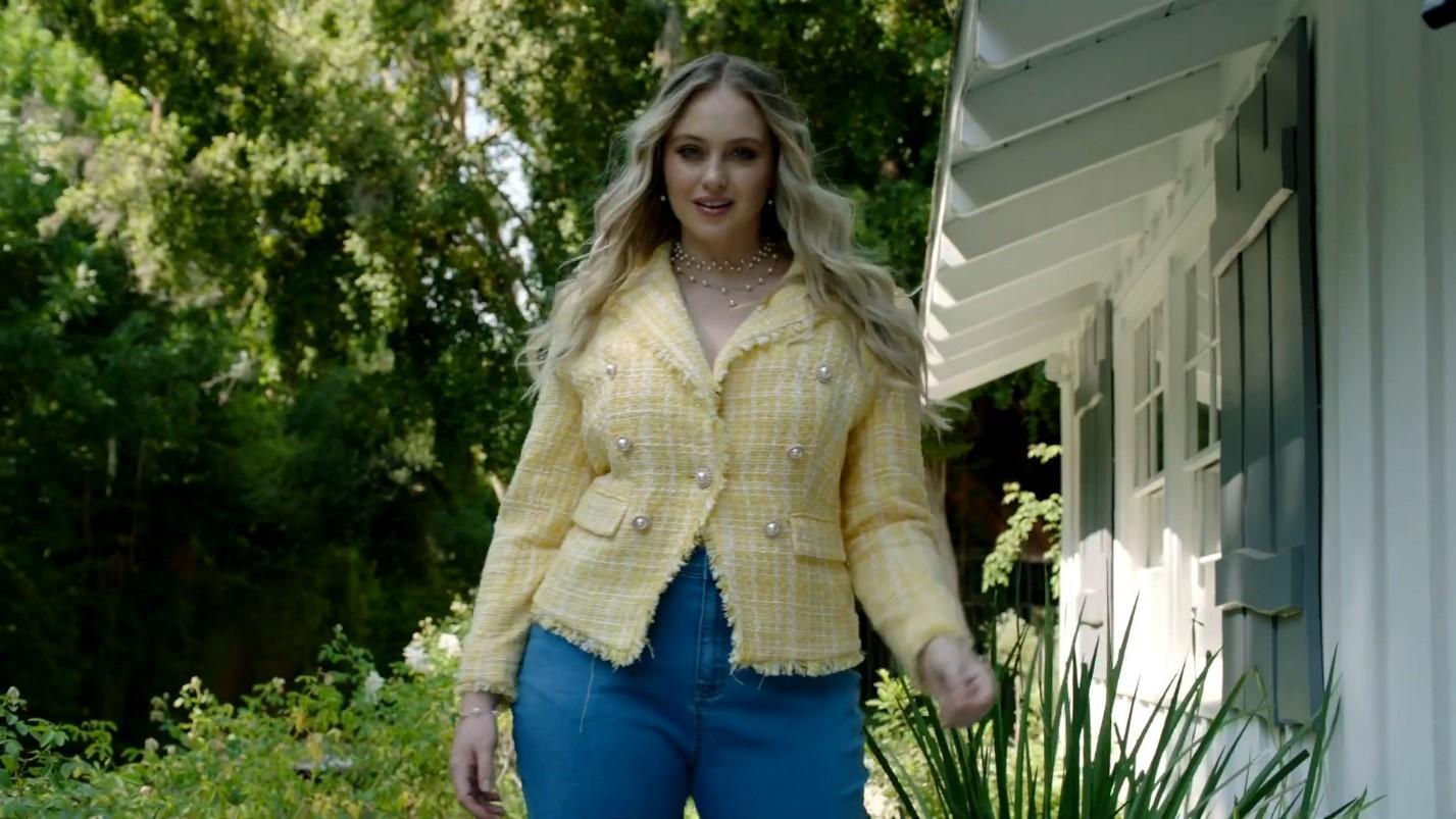 Модель plus-size Искра Лоуренс показала, что носить аппетитным девушкам этой осенью