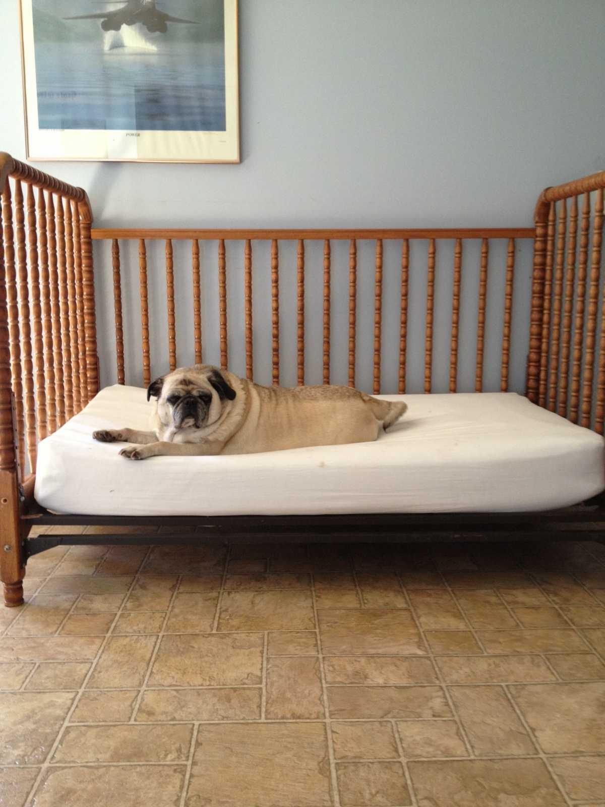 Старая детская кроватка