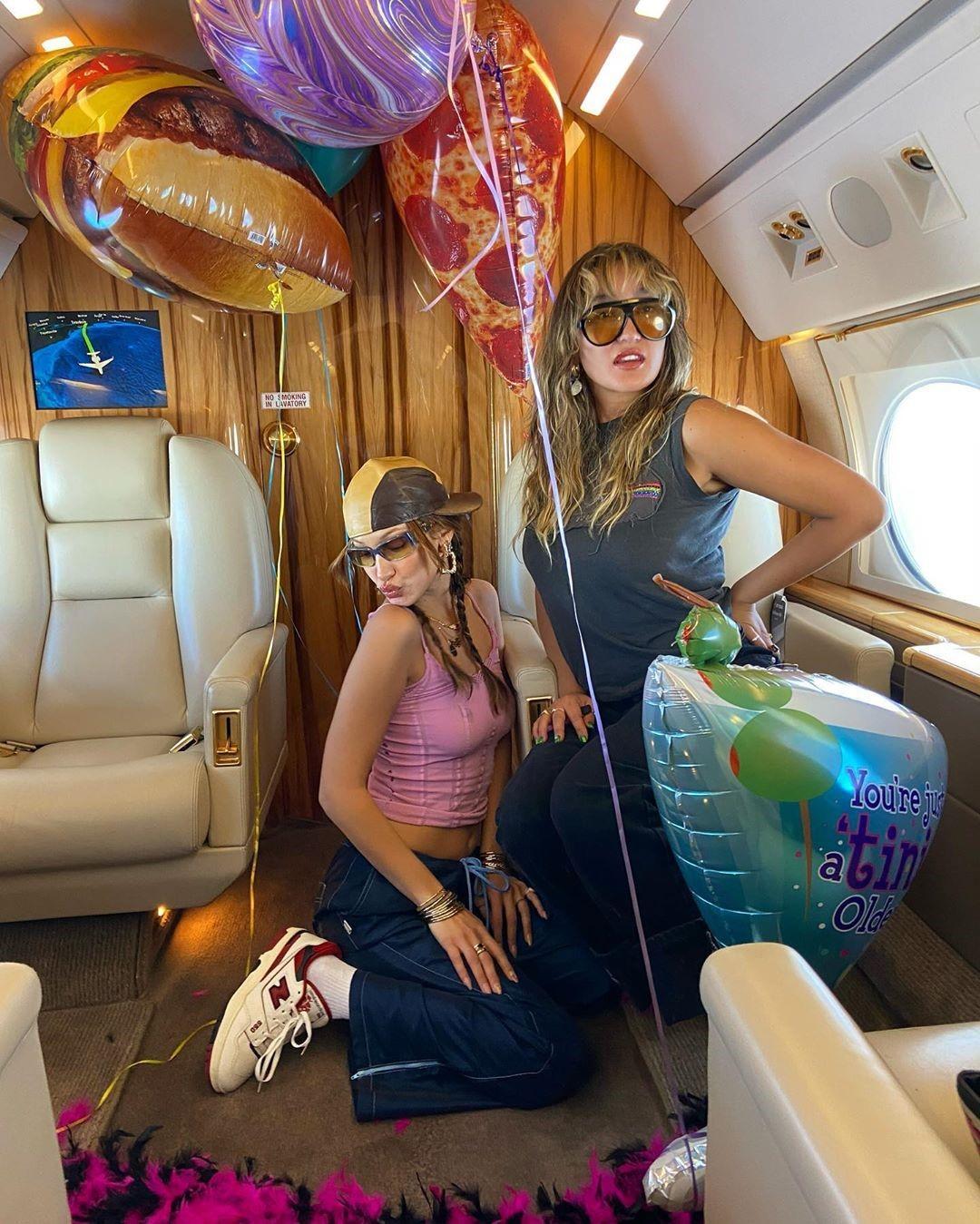 «Идеальная» девушка Белла Хадид отметила свой день рождения в воздухе