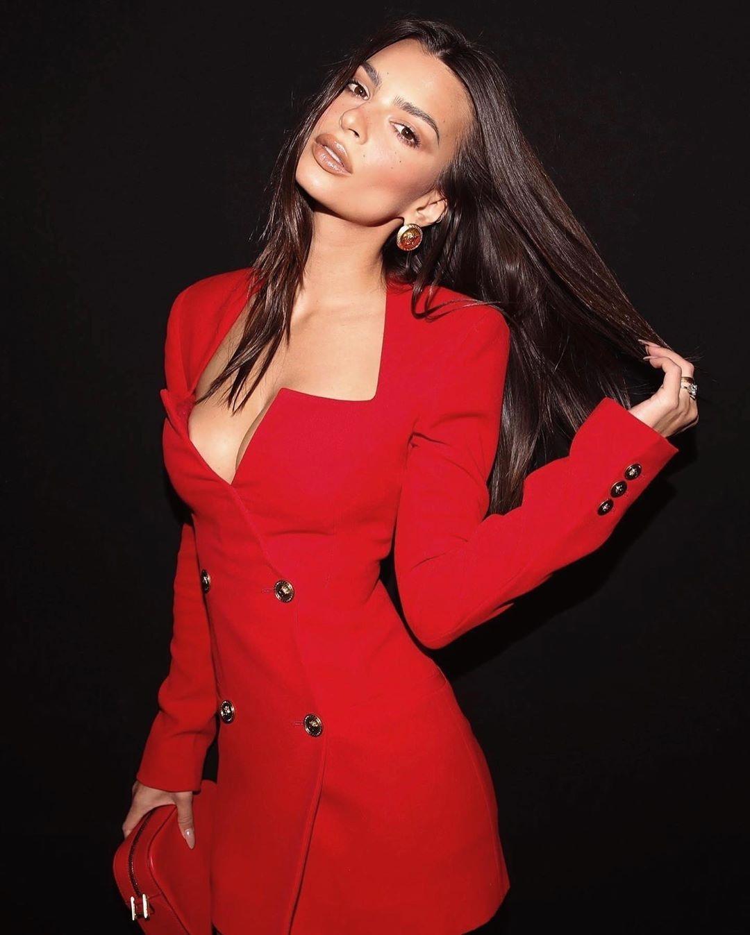 Модель и актриса Эмили Ратайковски выпустила свою коллекцию одежды с акцентом на чувственность