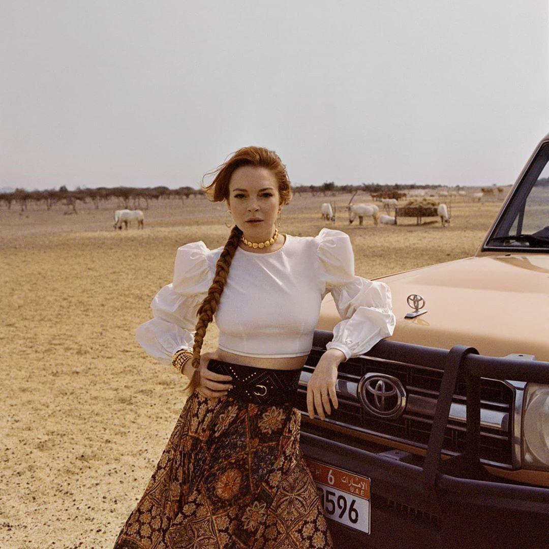 Линдси Лохан ошеломила поклонников новым образом в духе 80-х годов
