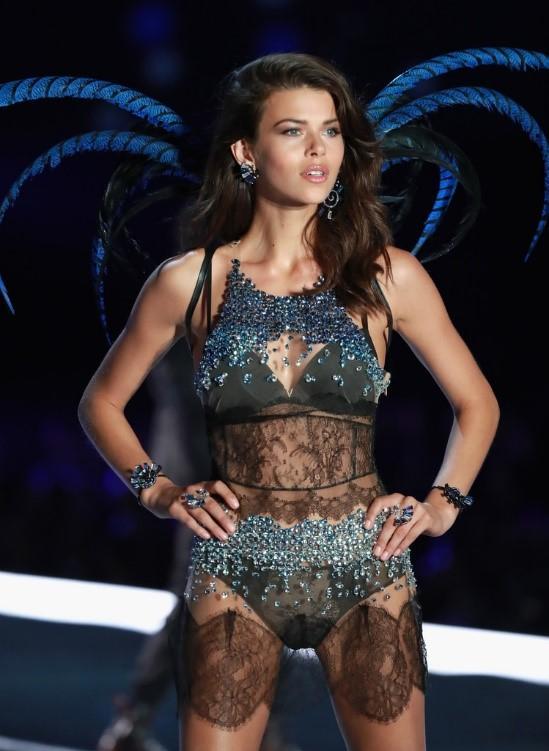 Так выглядит идеальная фигура: модель Джорджия Фаулер показала себя в бикини