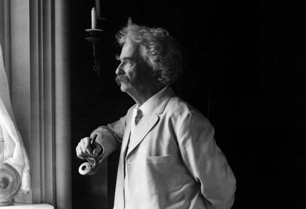 8 пороков Марка Твена: зачем он приглашал к себе домой маленьких девочек, читал лекции о пускании газов и с чем сравнивал женщин
