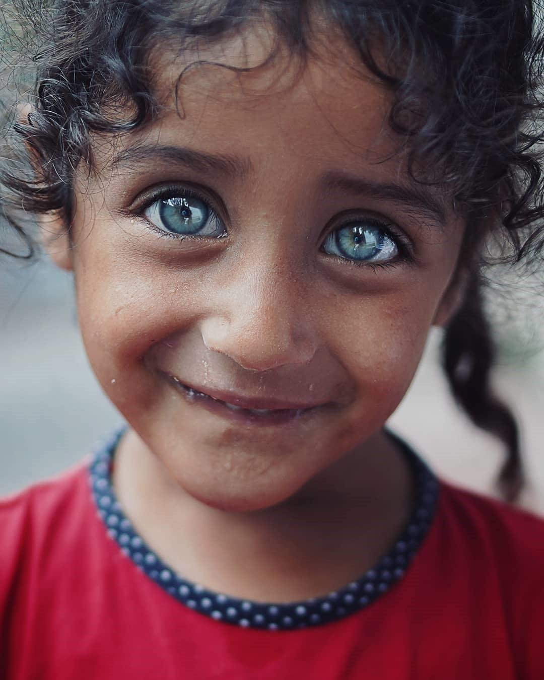 Турецкий фотограф снимает красоту детских глаз, которые сияют словно драгоценные камни