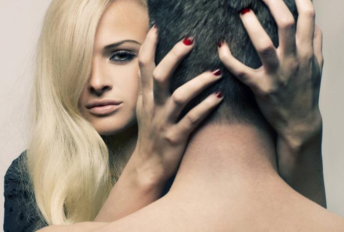 Каково быть любовницей депутата: разбор реального кейса из практики психолога
