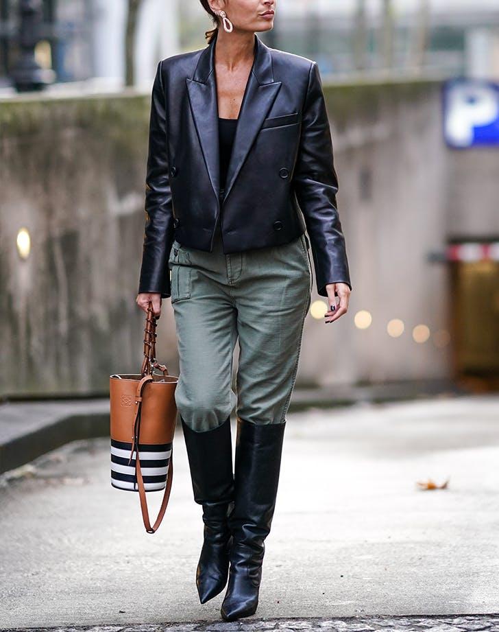 Как и с чем носить высокие сапоги: 10 модных луков, а также 2 варианта, которые безнадёжно устарели