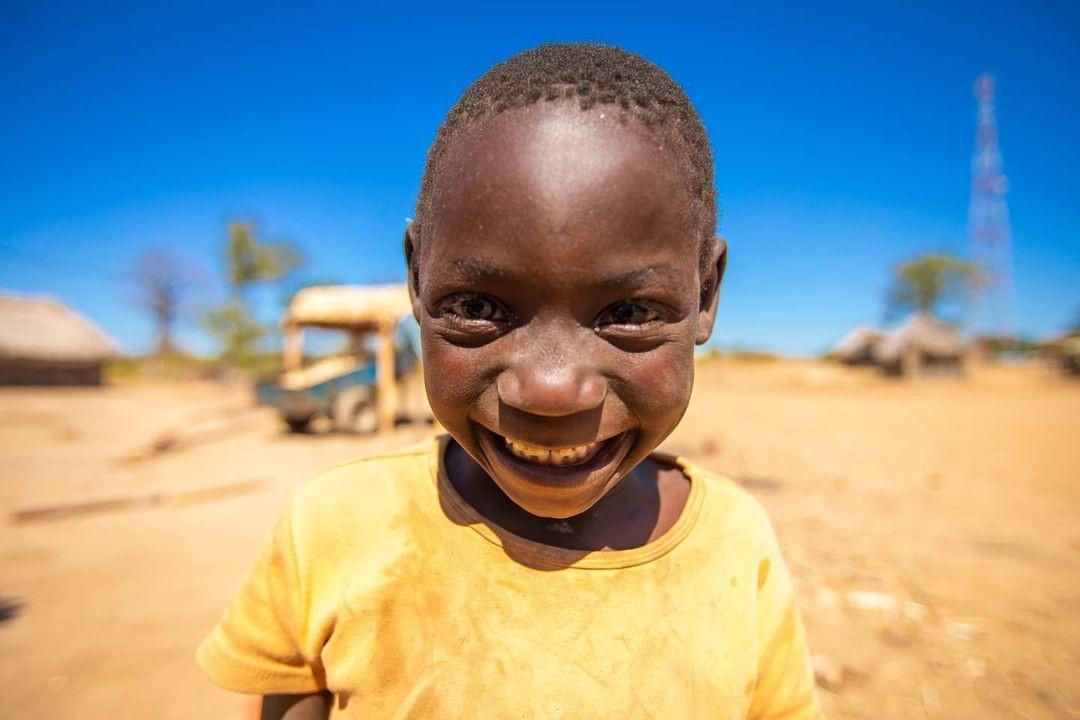 Фотограф поразился жизнелюбием жителей Мозамбика: 22 фотографии о том, как искренняя улыбка побеждает трудности