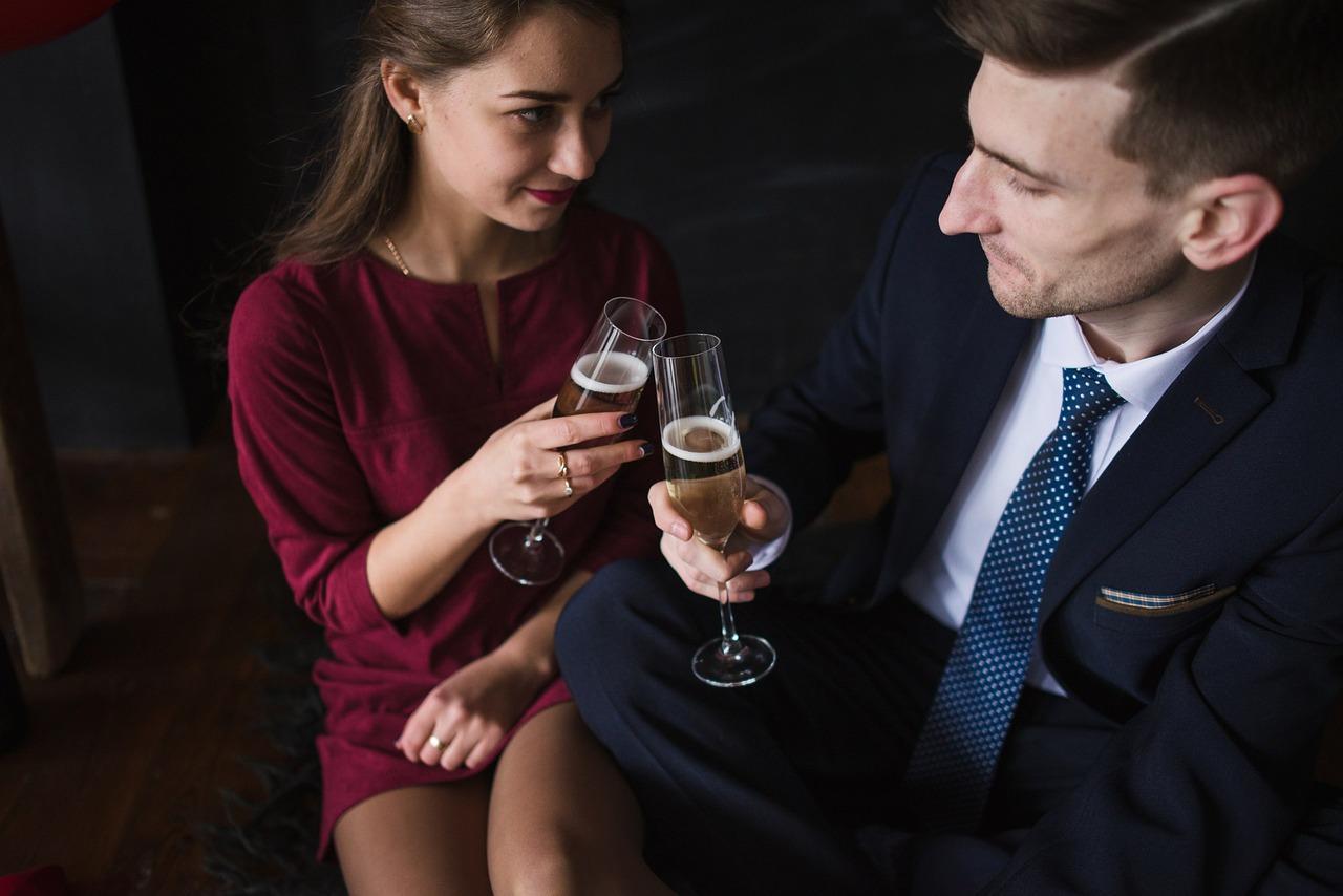 В каких случаях мужчина должен платить за женщину? Отношения, этикет, мода
