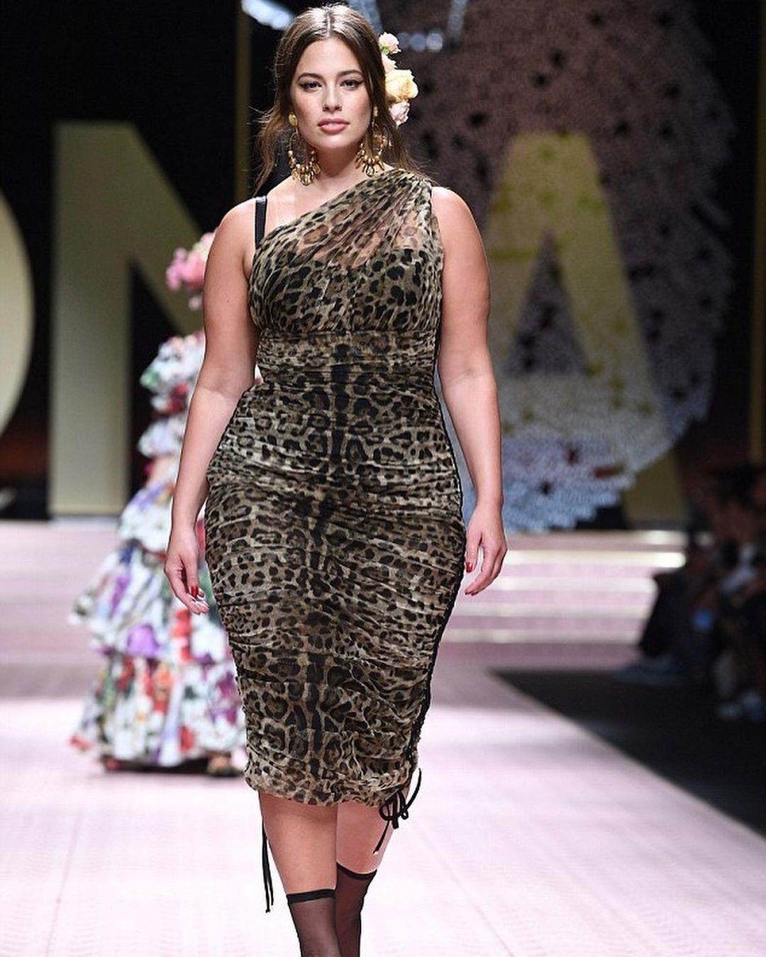 Plus-size модель Эшли Грэм призналась, что хочет второго ребёнка: «Я бы забеременела ещё вчера, если бы смогла»