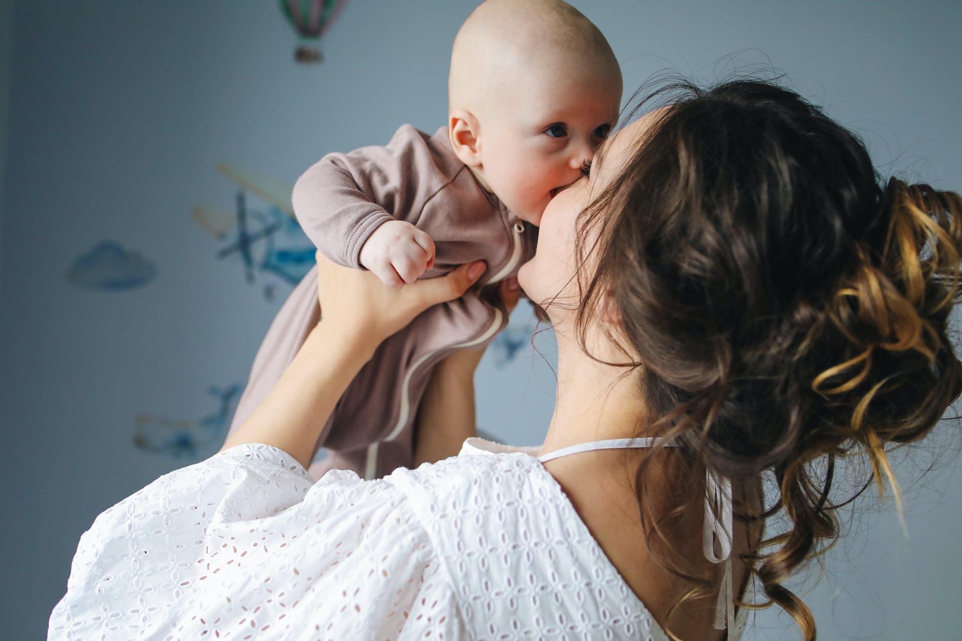 мама с младенцем 2