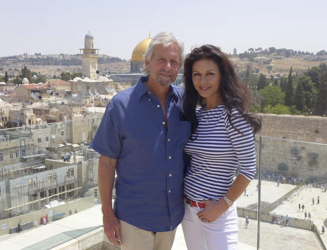 Кэтрин Зета-Джонс и её муж Майкл Дуглас 2