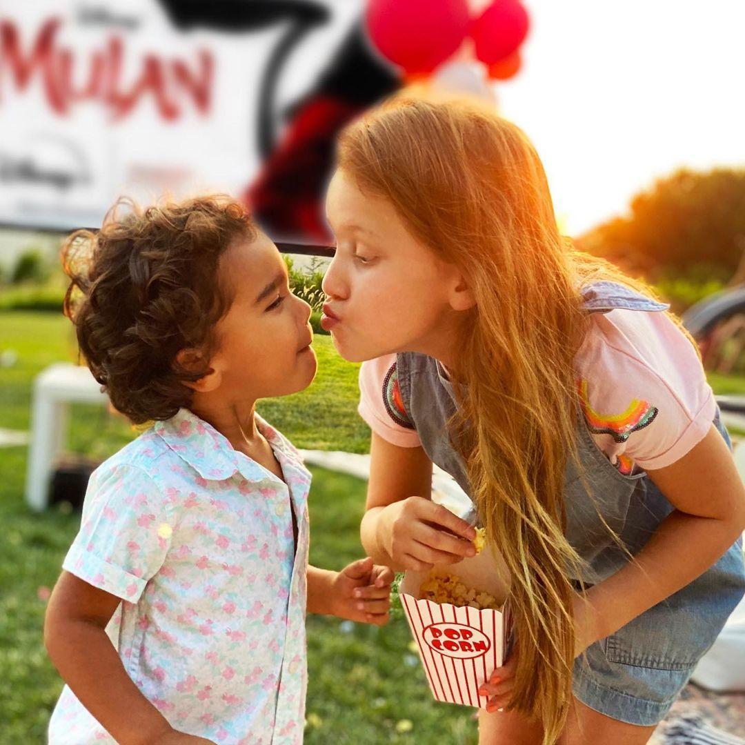 Джессика Альба о воспитании детей: «Их нужно уважать и ценить, но не относиться как к взрослым»
