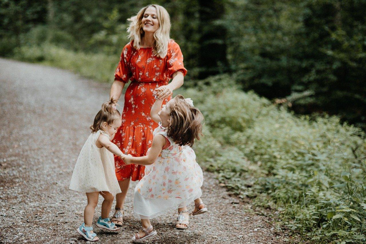 мама с дочками