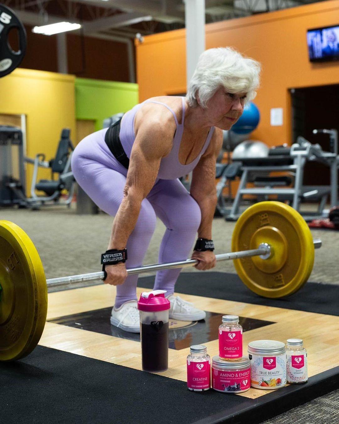 Возраст – это всего лишь число: история о том, как 74-летняя Джоан из бабушки превратилась в фитнес-модель
