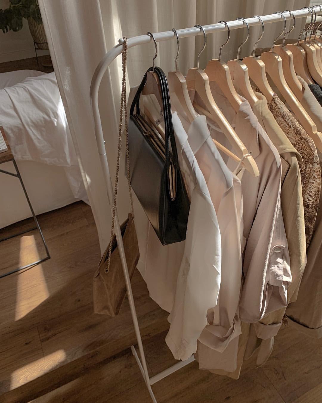 С глаз долой: 5 причин выбросить одежду, освободив место для новой