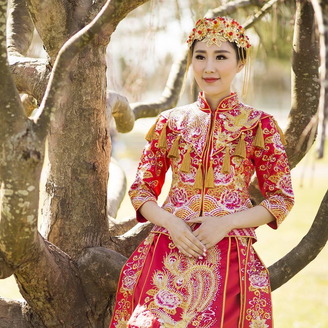 От сари до шёлкового халата: самые красивые и необычные свадебные платья невест из разных стран мира