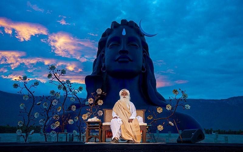 «Жизнь – это каждодневное чудо»: мудрые высказывания индийского йога Садхгуру обо всём на свете