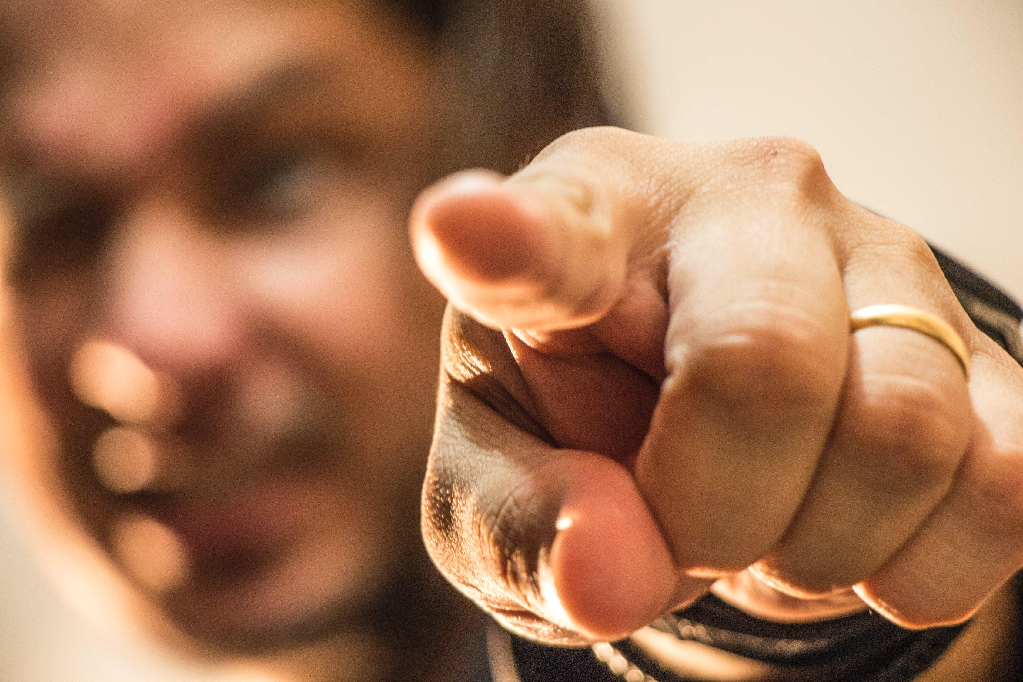 10 привычек, демонстрирующих то, что человек вырос в бедности