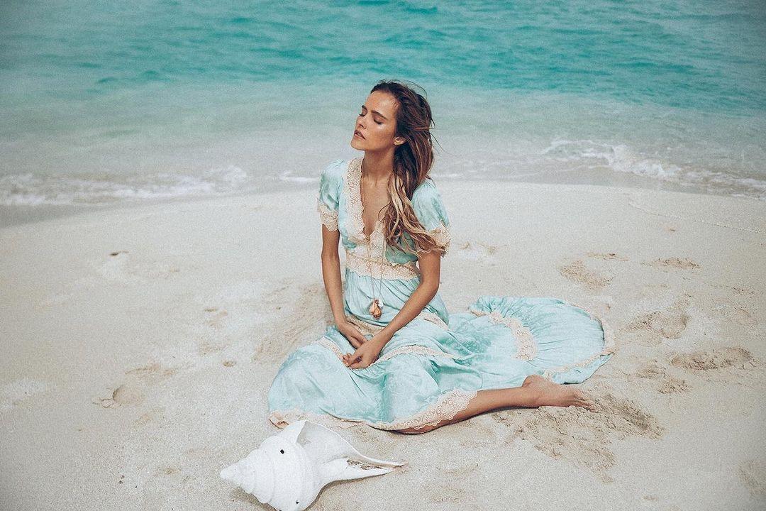 «Интуиция – наш внутренний наставник»: актриса Изабель Лукас о том, как внутренний голос помогает ей в жизни