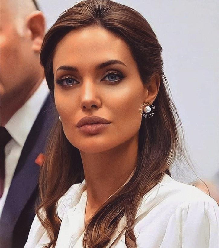 """""""Мужчины сходили по ним с ума"""" – 10 самых красивых женщин в истории"""