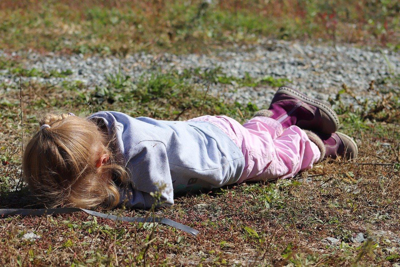 Что делать, если ребёнок капризничает и как остановить истерику у детей в разном возрасте – советы психолога