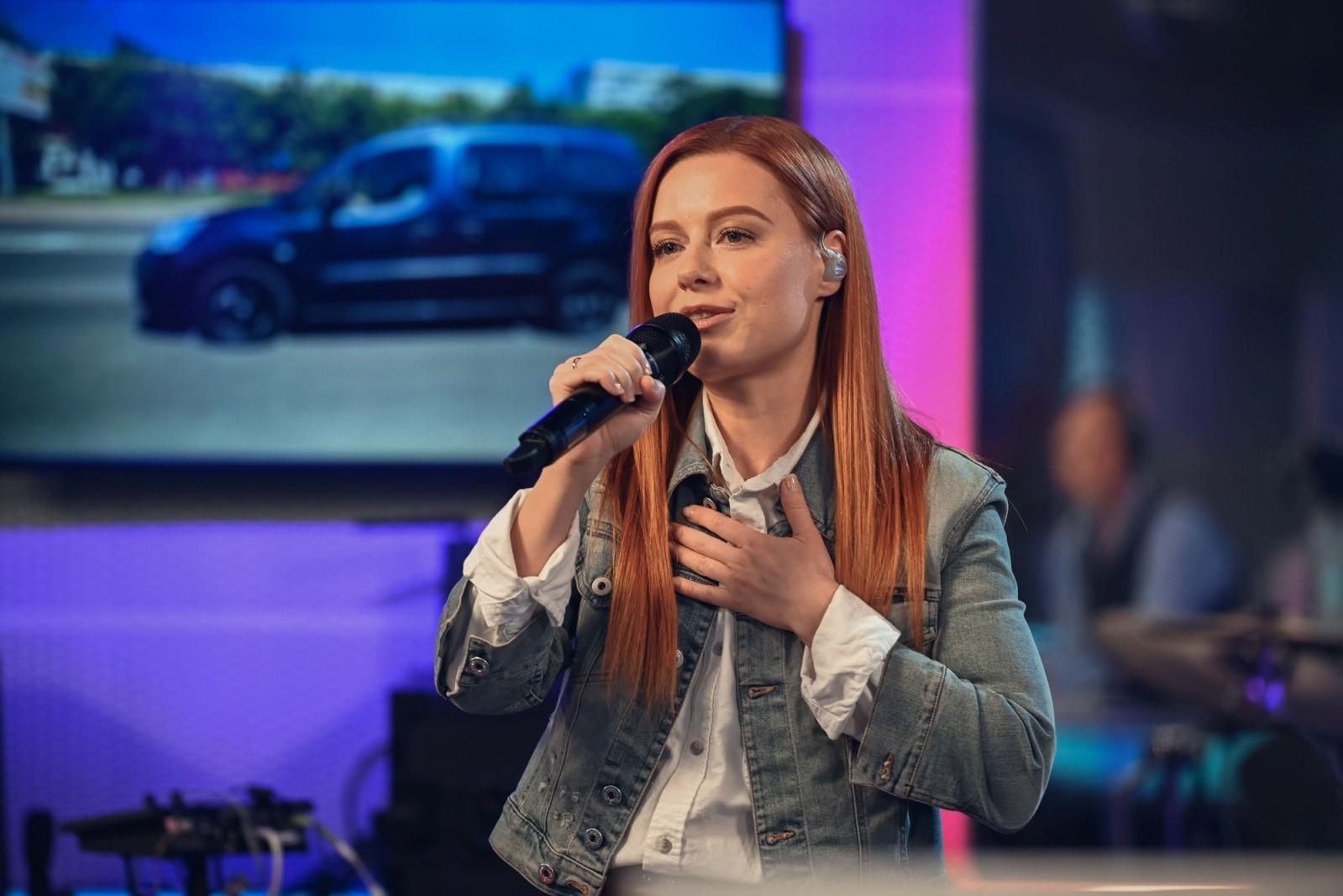 «Я редко, когда вообще что-то получаю»: Юлия Савичева рассказала о неожиданной награде Fashion People Awards 2021