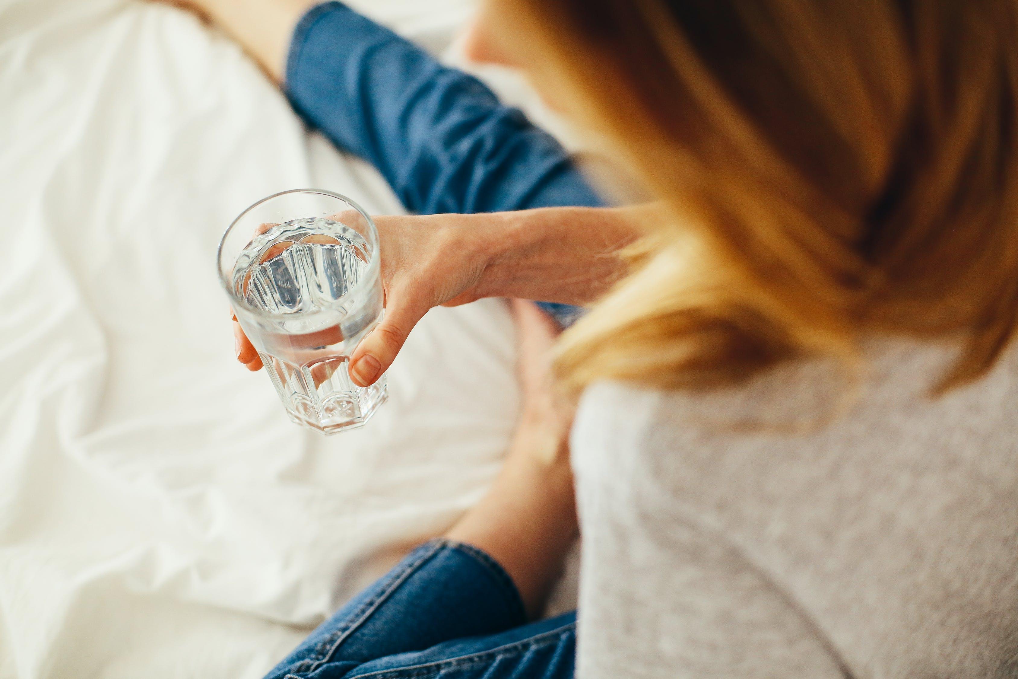 5 советов индийского мудреца Садхгуру о том, как правильно пить воду и в чём её хранить